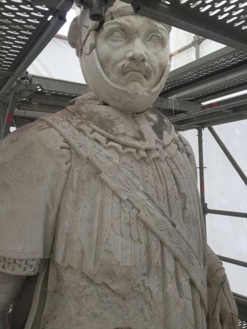 Restauration et déplacement des statues Bayard et Du Guesclin